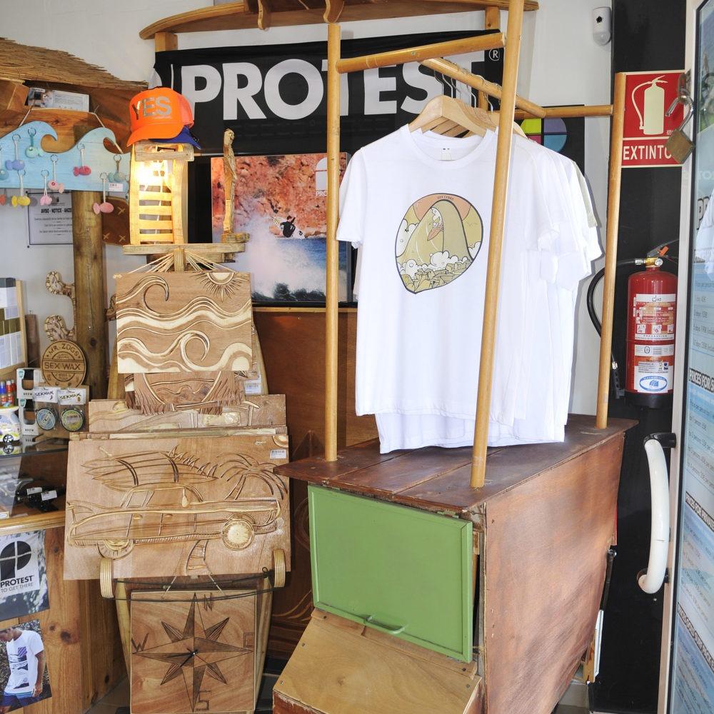 Cuadros de madera en Surf shop