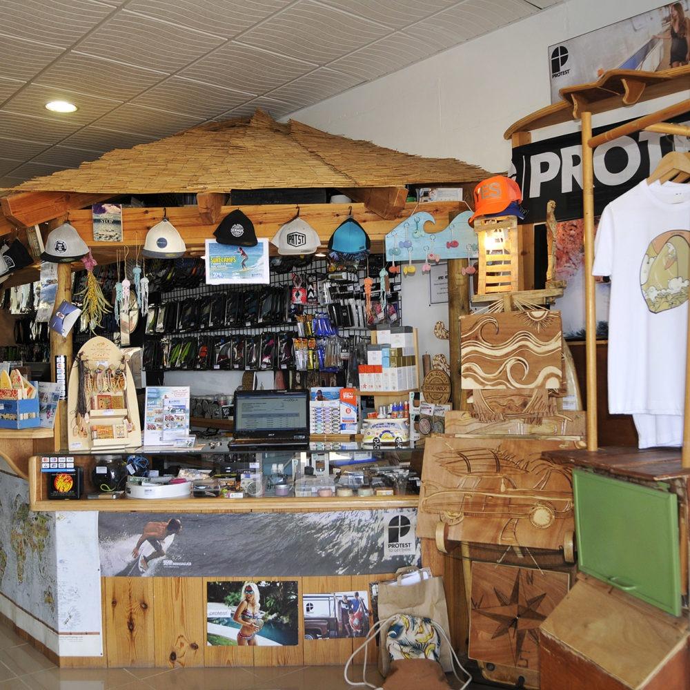 Mostrador caseta en Protest surf shop