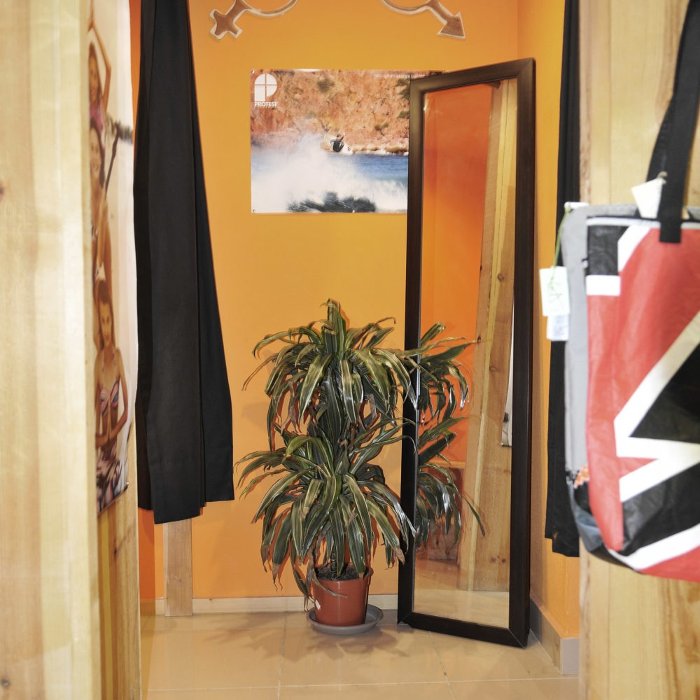 Vestidor tienda Protest Fuerteventura