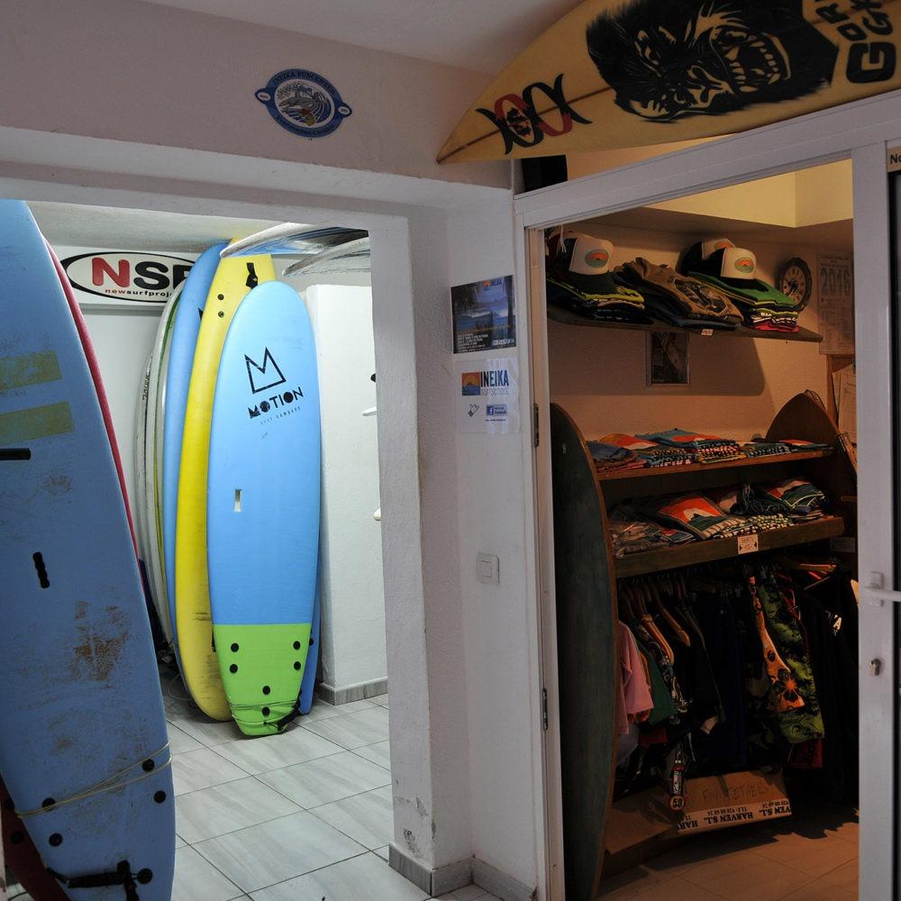 Entrada de la surf school Ineika