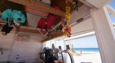 A-pie-de-playa-entubadera-surf-bar