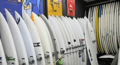 decenas de surfboards en KING surf shop
