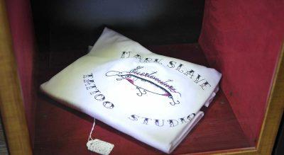 Camiseta-en-Mark-Slave-Tattoo