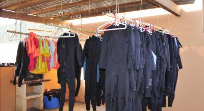 wetsuits-en-surfcamp-la-ola