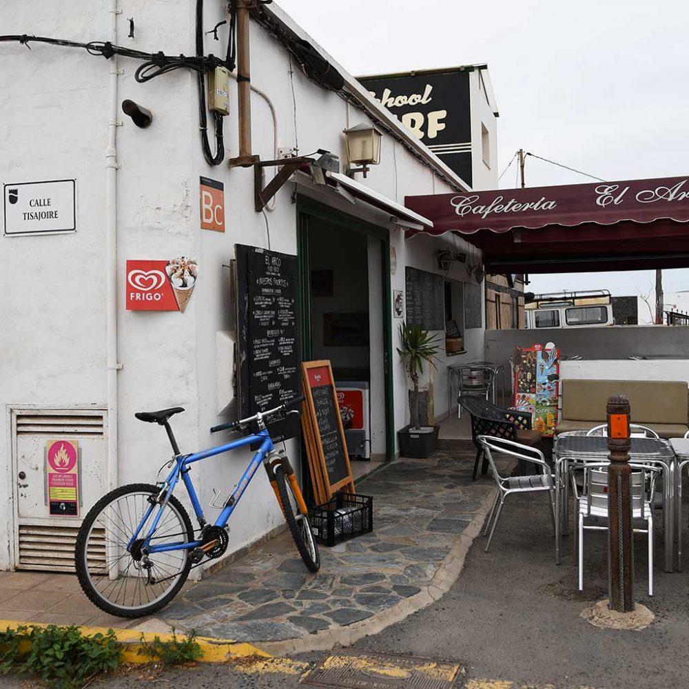 entrada-del-arco-surf-cafe